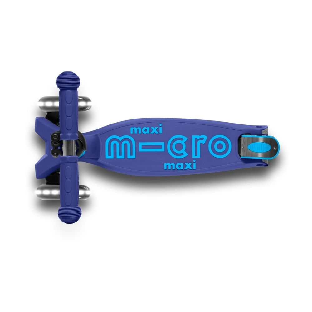 Maxi Micro Deluxe LED Foldable Navy